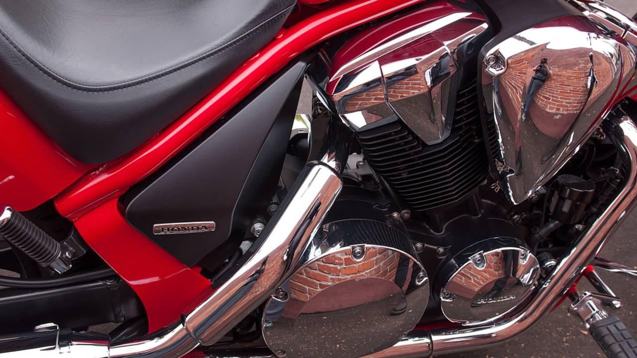 RideApart Review: Honda Fury VT1300CX