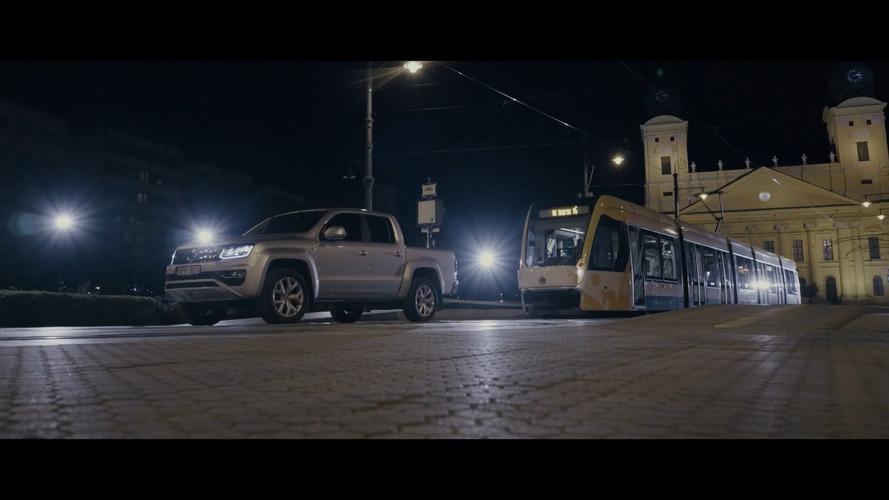 Así arrastra el Volkswagen Amarok todo un tranvía húngaro