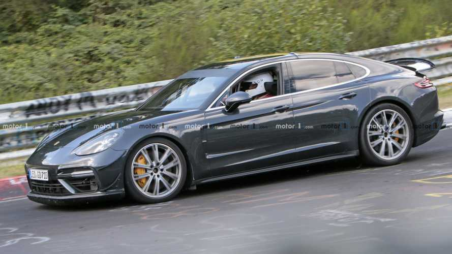 Porsche Panamera Turbo prototype spotted with aero bits