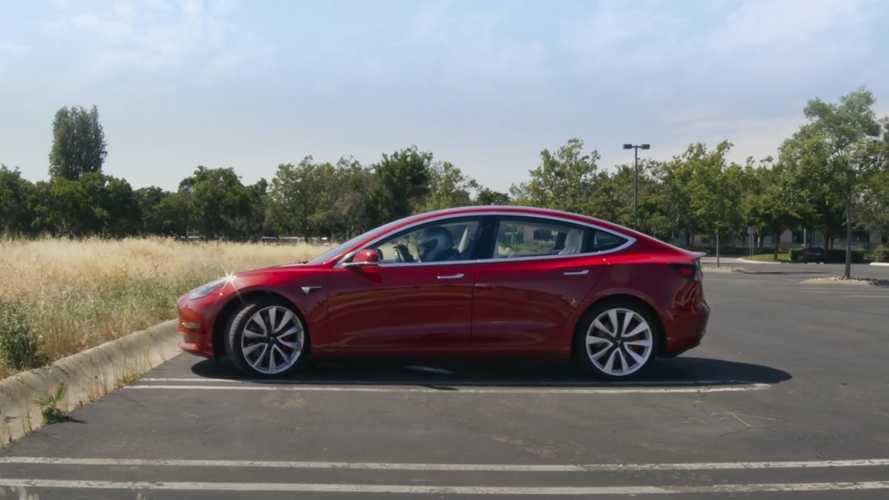VIDÉO - Tesla ajoute un jeu de course jouable avec le volant
