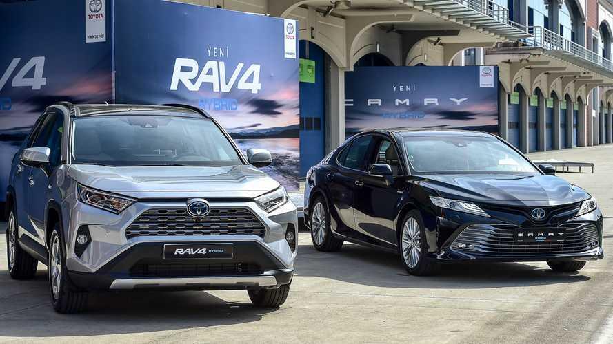 Yeni Toyota Camry ve RAV4, hibritle Türkiye'ye geldi