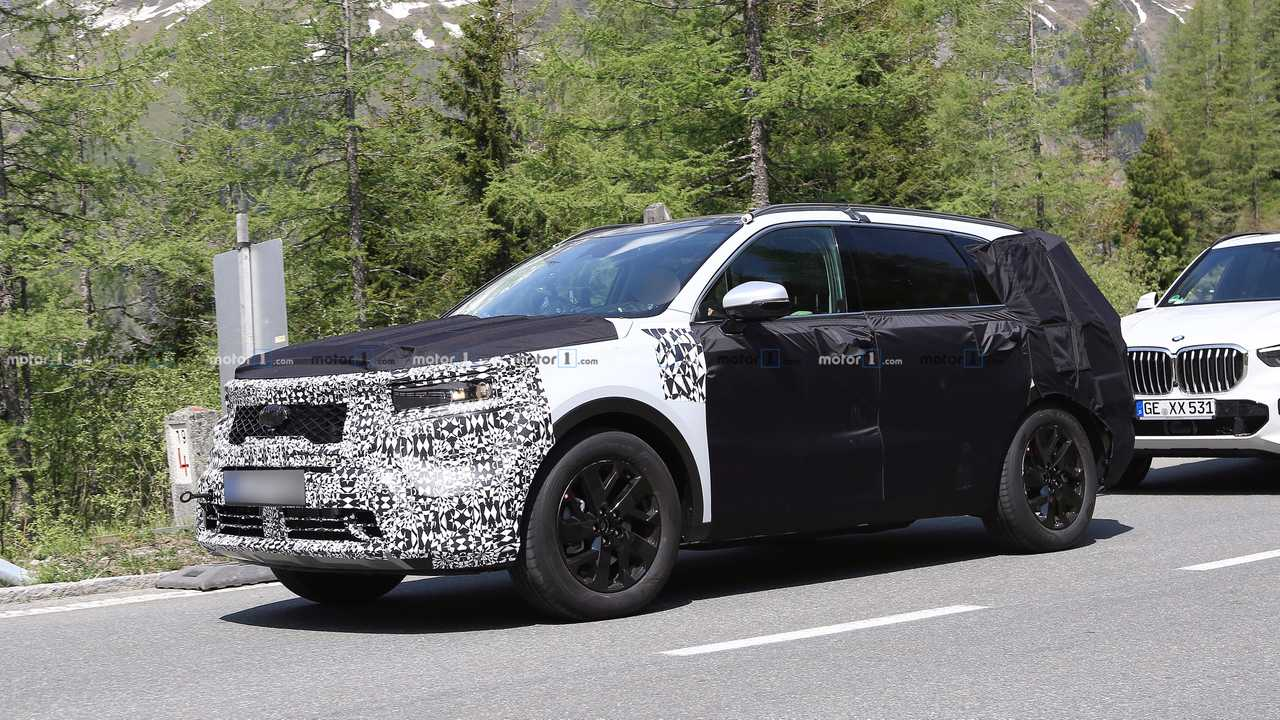 2020 Kia Sorento Rumors, Redesign, Hybrid >> Next Gen Kia Sorento Spied Expected To Debut For 2021 Model