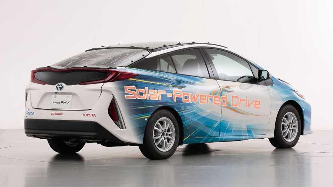 Auto dimostrativa solare Toyota Prius PHV