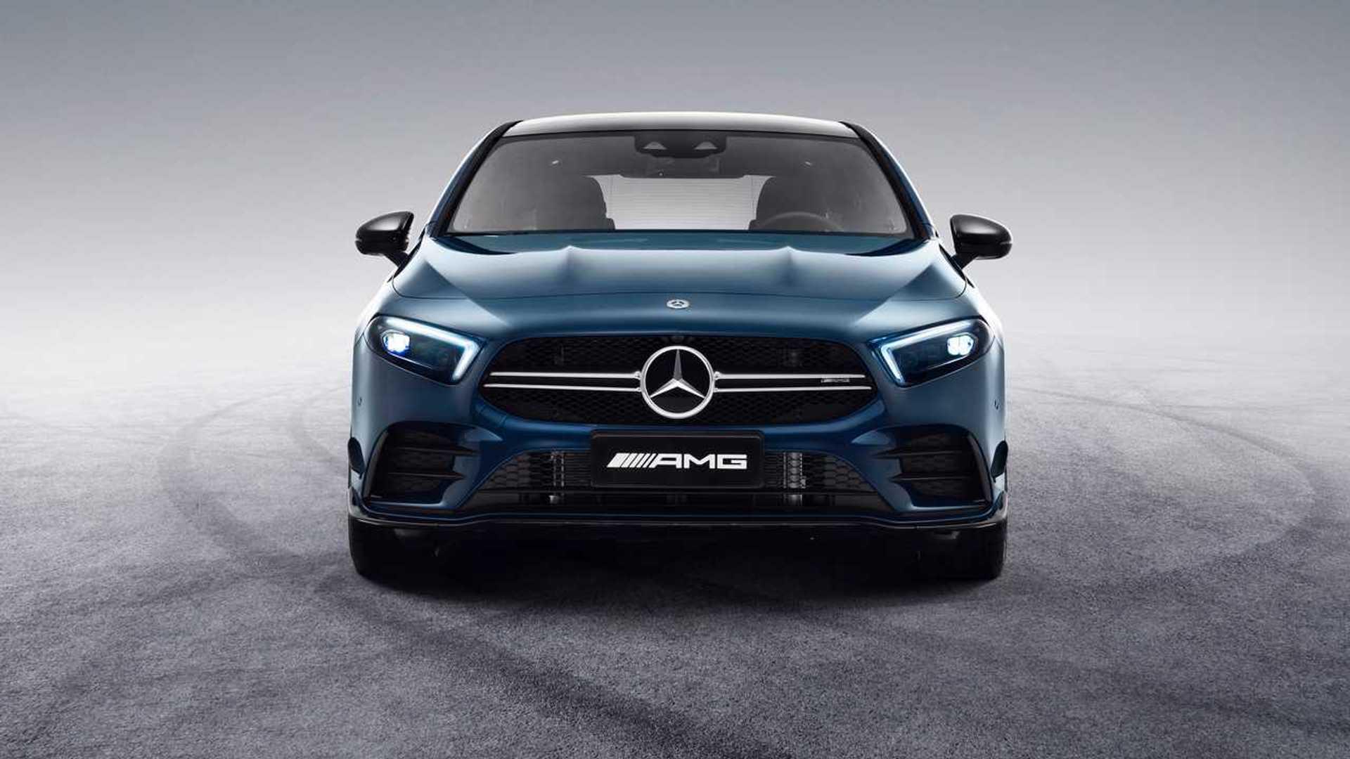 Mercedes-AMG A35L стал длиннее, но сохранил прежнюю мощность