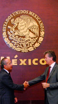 Felipe Calderón, Mexican President, and Otto Lindner, Chairman of the Board of Management of Volkswagen de México 22.09.2010