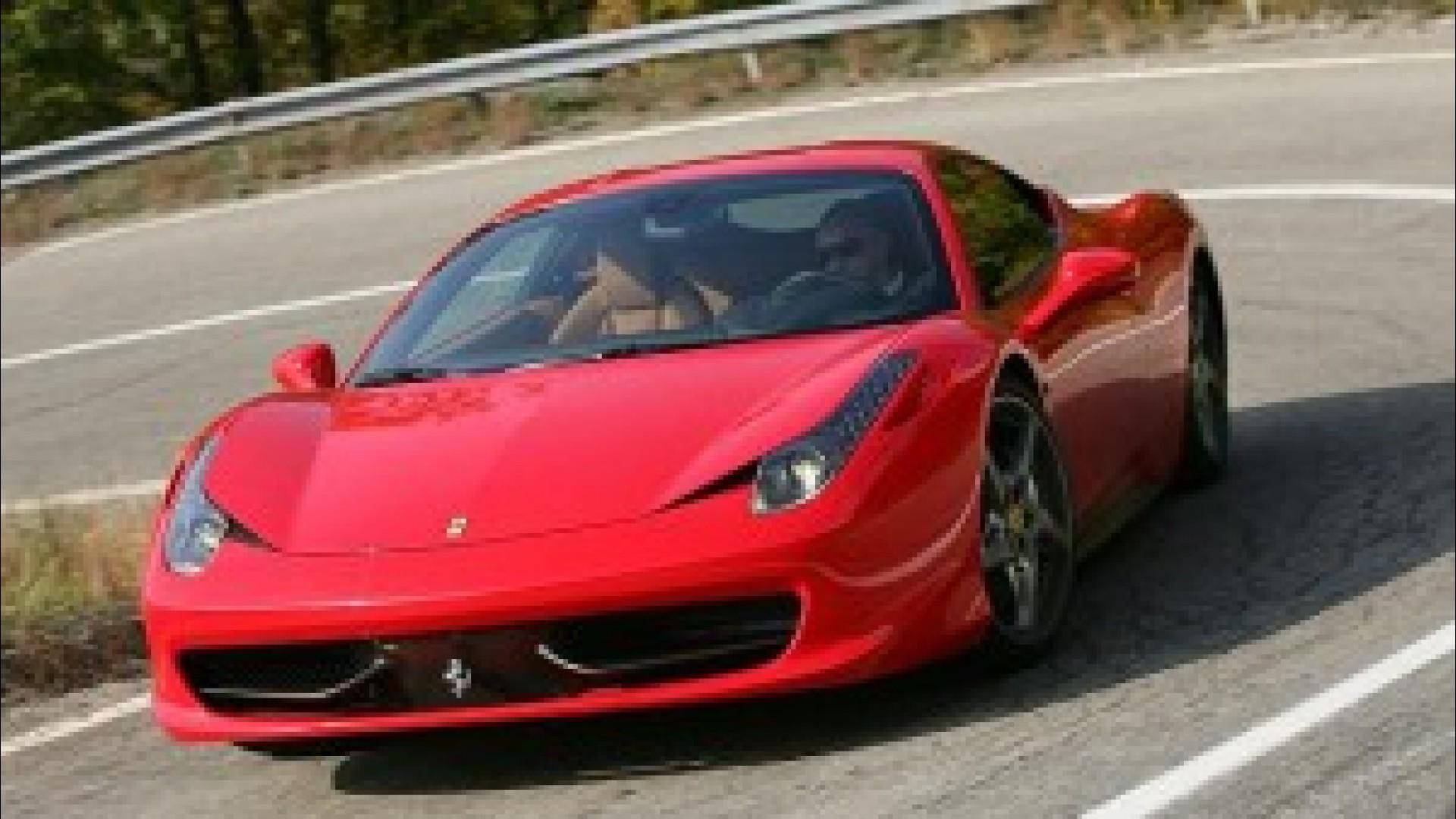 Zengin İşadamının Oğlu Yeni Araba İstediği İçin Ferrari 458 Italia'sını Ateşe Verdi