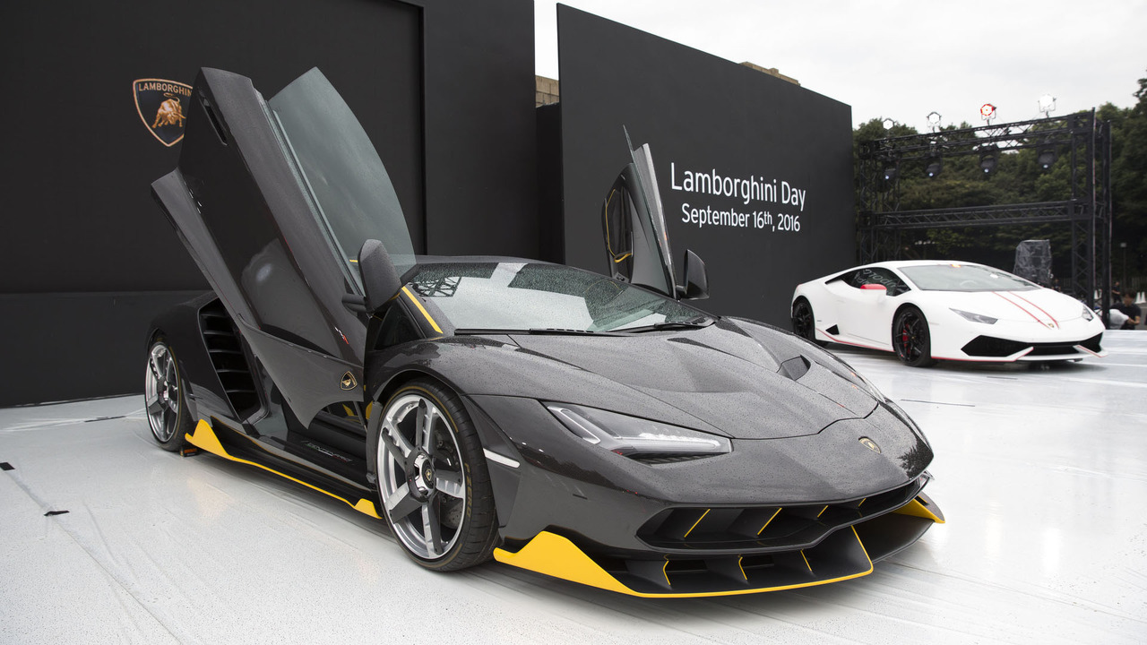 Lamborghini carbon fiber exhibit