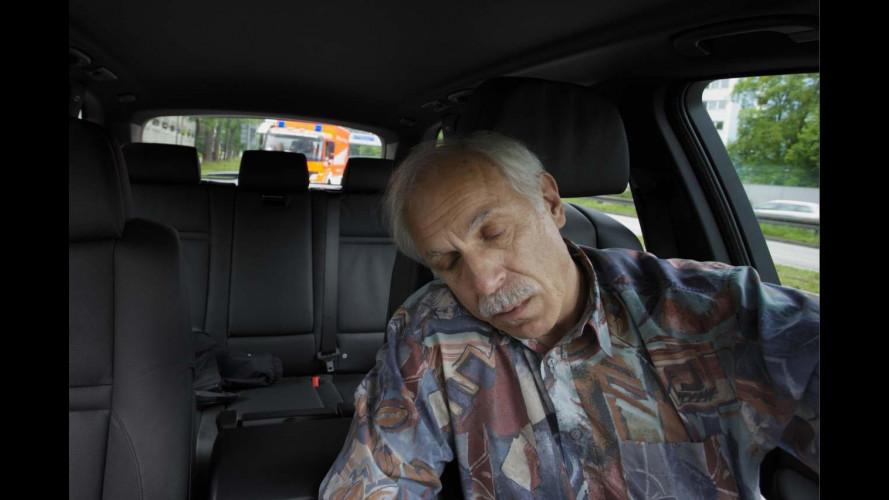 BMW studia il sistema per fermare l'auto in caso di malore