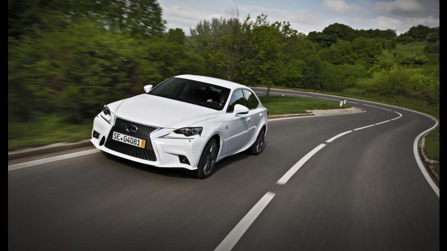 Nuova Lexus IS Hybrid, l'ibrida che ha voglia di sport