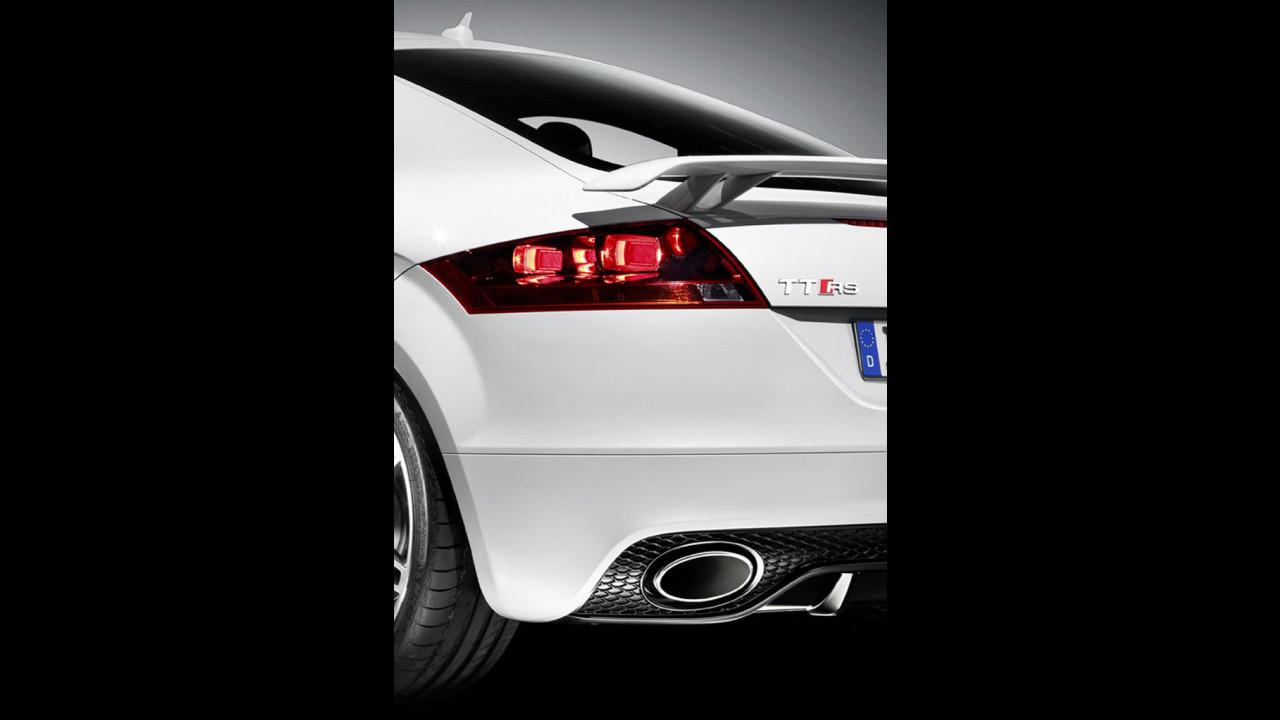 Audi TT RS: i primi teaser