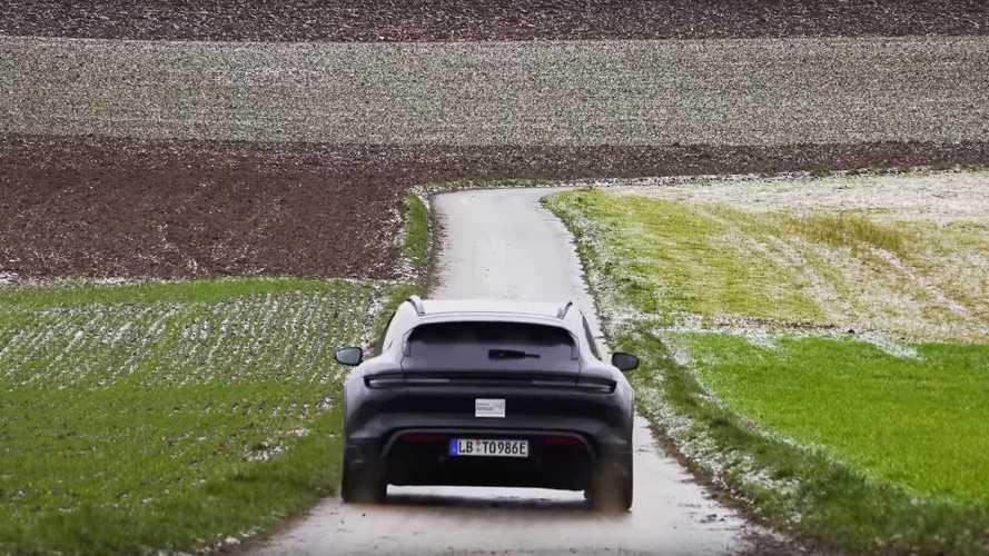 Porsche Taycan Cross Turismo camouflée sur la route